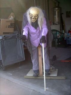 """DIY animatronics - sooooo creepy!!! Pretty brilliant for your front door on trick-or-treat night, put him in a dark corner for a DIY haunted house, or stand him up in your entryway for a Halloween party. This skeleton crypt keeper dude courtesy of """"Hacked Gadgets""""."""