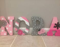 Pink grey and white nursery wooden letters Hanging Wooden Letters, Wood Letters Decorated, Wooden Name Letters, Wooden Letters For Nursery, Painted Wood Letters, Diy Letters, White Letters, Wood Names, Diy Upcycling