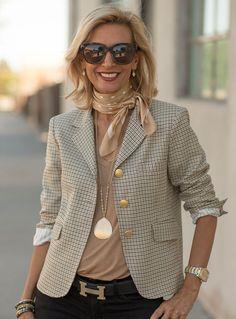 The Palma Pink Boucle Jacket classic womens houndstooth blazer Fashion Over 50, Work Fashion, Fashion Tips, Fashion Trends, Ladies Fashion, Fashion Ideas, Classic Fashion Outfits, Blazer Fashion, Fashion Dresses
