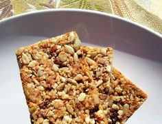 gluten & grain free granola bars: simply nuts, seeds, coconut, cacao nibs and honey Low Carb Granola, Low Carb Protein Bars, Healthy Granola Bars, Homemade Granola Bars, Healthy Snacks, High Protein, Vegan Granola, Sugar Free Granola, Grain Free Granola