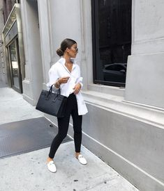 Fashion Dresses Simple black and white casual weekend outfit. Classy Outfits, Chic Outfits, Spring Outfits, Trendy Outfits, Fashion Outfits, Womens Fashion, White Shirt Outfits, White Shoes Outfit, Mode Ootd