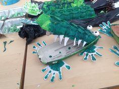 Krokodil met eierdoos Peter Pan, Crocodile, Pets, Halloween, Animals, Pirates, Africa, Crocodiles, Halloween Labels