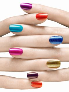 Multicolor nail art are the most popular trend, and they are easy to polish by yourself. Multicolored nails, bright and elegant, are the perfect choice for spring and summer festivals. Of course, this style is also very suitable for any occasion.