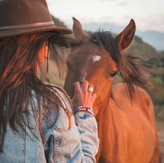 kapadokya photography Wear your world, and change someone elses. Horse Girl Photography, Equine Photography, Photography Poses, Western Photography, Horse Photos, Horse Pictures, Cute Pictures, Beautiful Horses, Animals Beautiful