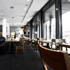 Heller, Licht durchfluteter Speisesaal im Restaurant Ono by Steffen Henssler   creme hamburg