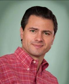 Enrique Peña Nieto Presidente de México Muestra una Camisa button down a Cuadros que denotan accesibilidad, es un Look más Casual para un evento popular. #ImagenGlobalEfectiva #ImagenPolitica #ImagenPublica