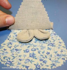Un tutorial di cucito creativo su come realizzare dei sacchettini profumabiancheria a forma di Topolino con foto e download gratuito del cartamodello.