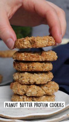 Breakfast Cookie Recipe, Healthy Breakfast Cookies, Cookie Recipes, Banana Breakfast Cookie, Healthy Desserts, Healthy Banana Recipes, Healthy Food, Peanut Butter Protein Cookies, Healthy Breakfast Options