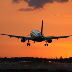 From the perfect time of day to how far in advance to book, these are the secrets to scoring the best deals on flights from travel hunter Scott Keyes.