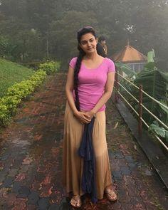 Indian Actress Photos, Indian Actresses, Honey Rose, Malayalam Actress, Hot Shots, Western Dresses, Thighs, Photo Galleries, Sari