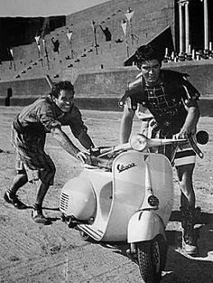 Ben Hur: Charlton Heston, Stephen Boyd y vespa