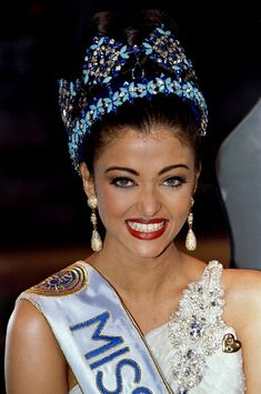 Aishwarya Rai Bachchan Completes 20 Years of Winning Miss World Pageant: A Look Back at the Crowning Moment [PHOTOS] Aishwarya Rai Images, Aishwarya Rai Photo, Aishwarya Rai Bachchan, Indian Bollywood, Bollywood Actress, Vintage Bollywood, Bollywood Stars, Bollywood Celebrities, Miss Mundo