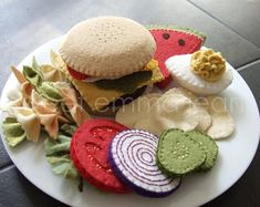 Felt Play Food Pattern - Picnic / Cookout Set Summer is coming. Time for your toddler to have a cookout! Are you looking for a fun and easy craft Felt Diy, Felt Crafts, Sand Crafts, Handmade Felt, Felt Food Patterns, Felt Play Food, Fake Food, Diy Toys, Kids Playing