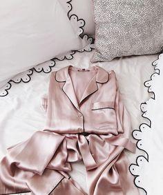 Dream on in NM private label silk pajamas. #Regram @juliahengel. #GalMeetsGlam #JuliaHengel #neimanmarcus #pajamas #pjs #silk #pink