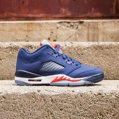 Air Jordan 5 Retro Low Knicks (GS) Big Kids (deep royal blue midnight  navy white team orange) b27d35429
