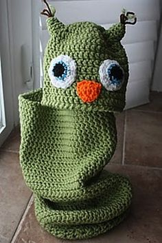 Crochet baby cocoon patterns are great gifts to give that expectant mom. Make this adorable Owl Baby Cocoon to keep baby comfy and cozy. Your baby will look picture perfect in this little getup. It's a hoot! Crochet Gratis, All Free Crochet, Crochet For Kids, Knit Crochet, Crocheted Owls, Knitted Baby, Knitted Owl, Crochet Baby Cocoon Pattern, Owl Crochet Patterns