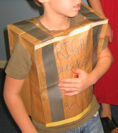 Link to ideas for the parts of the armor Eagle Nest Mom: Craft: Make a Breastplate of Righteousness - Ephesians 13 - 18 Cheap idea Bible Story Crafts, Bible School Crafts, Preschool Bible, Sunday School Crafts, Kid Crafts, Preschool Crafts, Preschool Lessons, Toddler Preschool, Crafts To Make