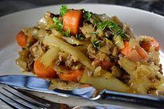 Kaalipata on mitä mainiointa syksyruokaa. Siirapilla maustettu kaalipata on hyvää, edullista ja mutkatonta kotiruokaa. Bakery, Food And Drink, Yummy Food, Favorite Recipes, Meat, Chicken, Dinner, Cooking, Koti