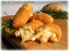 Crocchè di patate napoletani Tipico piatto della cucina napoletana....crocchè di patate napoletani. Semplici e gustosi