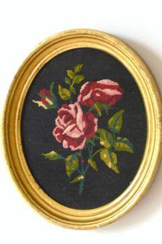 cadre oval, broderie roses au petit point ,frame, picture, flowers, embroidery de la boutique atelierdelachoisille sur Etsy