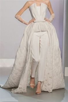 Ralph & Russo Haute Couture 2014    jaglady My mother used to wear things similar to this in the 50's and 60's (I was not around in the 50's) but I have seen pictures of her so beautiful..