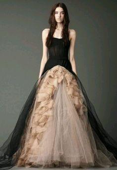 love this vara wang dress !! from fall 2012 stunning