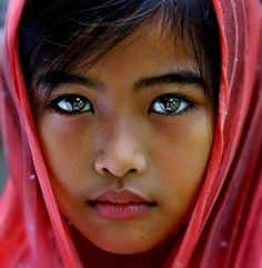 Beautiful eyes come in many different colors on many different skin tones. See t… Beautiful eyes come in many different colors on many different skin tones. See the most gorgeous eyes that'll make your jaw drop here. Beautiful Eyes Color, Beautiful Little Girls, Stunning Eyes, Pretty Eyes, Beautiful Children, Cool Eyes, Beautiful People, Different Skin Tones, The Face