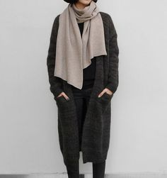 Oversized / Dark + neutral colours