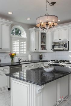 "For a small kitchen ""spacious"" it is above all a kitchen layout I or U kitchen layout according to the configuration of the space. Home Decor Kitchen, Interior Design Kitchen, Home Kitchens, Kitchen Ideas, Cheap Kitchen, Apartment Kitchen, Kitchen Cabinet Crown Molding, Cuisines Design, Kitchen Layout"