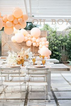 Megan Welker's earthy neutral baby shower with pops of peach - 100 Layer Cake Otoño Baby Shower, Peach Baby Shower, Fiesta Baby Shower, Baby Shower Backdrop, Gender Neutral Baby Shower, Baby Shower Cakes, Ducky Baby Showers, Baby Shower Vintage, Boy Baby Shower Themes