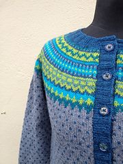 Ravelry: ysdesign's Damejakka Loppa 2 Fair Isle Knitting, Chrochet, Ravelry, Wraps, Knits, Instagram Posts, Wrapping, Sweaters, Design