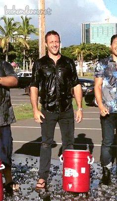 als_gif  ♥♥♥  ice bucket challenge - he got ice down his pants!!