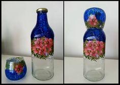 (Vendida) Garrafa de suco reciclado com pintura craquelê azul, decoupage e vitrificação para torná-la lavável.