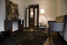 PROGETTO BIANCO @ Milano. Milano, Corner Desk, Oversized Mirror, Interior Design, Furniture, Home Decor, Corner Table, Nest Design, Decoration Home