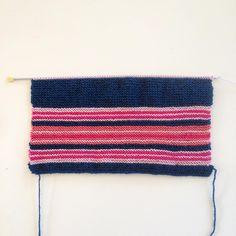 Restgarn och ränder...#workinprogress #sticka #stickat #strikke #strikket #knit #knitting #garn #yarn