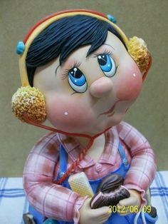 Pote de 2 Litros trabalhado em biscuit em forma de menino comendo bolacha e ouvindo música. ENCOMENDAS SOMENTE MEDIANTE PAGAMENTO DE 50% DO VALOR TOTAL (ARTIGO + FRETE),  PAGO NO ATO DO PEDIDO POR DEPÓSITO EM CONTA.  VER POLÍTICAS DA LOJA. VAGAS: CONSULTE O MÊS DE ENTREGA, ESTOU AGENDANDO CONFORME POSSIBILIDADE. GRATA. O prazo de confecção é contado A PARTIR DO MÊS DE AGENDAMENTO DO PEDIDO. R$ 182,00