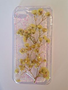 this beautiful handmade resin topped phone case encases a display of real dried babys breath flowers and a mix of pink glitters! this clear