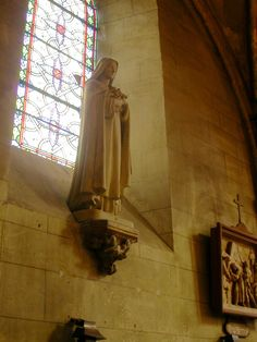 Ste Therese of the Child Jesus, statue at  Saint Pierre parish church,Chennevières-sur-Marne,France