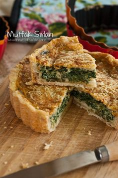Tarifin püf noktaları, binlerce yemek tarifi ve daha fazlası… How to make quiche with spinach? We also have 4 comments to give you ideas. Recipes, thousands of recipes and more … Breakfast Crockpot Recipes, Healthy Crockpot Recipes, Brunch Recipes, Cooking Recipes, Brunch Food, Quiches, Turkish Recipes, Empanadas, Food Blogs
