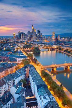 Frankfurt. Den passenden Koffer für eure Reise findet ihr…