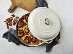 Le Creuset Casserole Dish, Cast Iron Casserole Dish, Casserole Dishes, Creuset Pan, Cocotte Le Creuset, Vegan Milk, Vegan Butter, Forno A Gas, Vegan Cinnamon Rolls