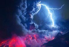闇を切り裂く火山雷 桜島