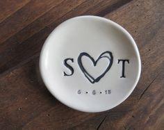 Hochzeitsgeschenk, Ring-Halter, Ring-Teller, Engagement Geschenk, personalisierte Keramik, schwarz, weiß, ring Bearer Schüssel