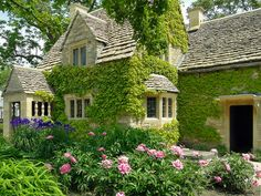 The Cotswold Cottage (also called the Rose Cottage) is the oldest building in Greenfield Village. It was built in the century. Little Cottages, Cabins And Cottages, Cute Cottage, Cottage Style, Beautiful Buildings, Beautiful Homes, Victorian Greenhouses, English House, English Cottages