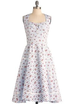 Primrose Picnic Dress (the detail on the top is charming!)