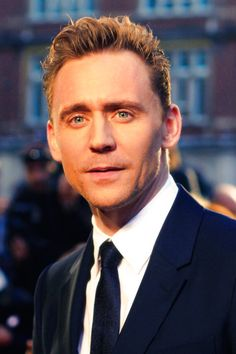 Tom Hiddleston at the High Rise premiere during London Film Festival (09.10.15) Source: http://ball-of-wool.tumblr.com/post/130829468052