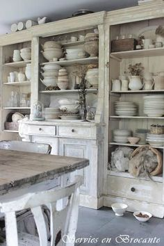 Shabby Chic furniture and style of decor displays more 'run down' or vintage items, or aged furniture. Shabby Chic is the perfect style balanced inbetween vintage and luxury, or '… Cocina Shabby Chic, Muebles Shabby Chic, Shabby Chic Homes, Shabby Chic Kitchen Shelves, Shabby Chic Salon, Rustic Shabby Chic, Rustic Decor, The Design Files, Küchen Design