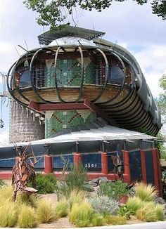 Local Flavor - Strange & Wonderful Caterpillar House Architect Bart Prince Albuquerque, New Mexico Beautiful Architecture, Modern Architecture, Santa Fe, Villas, Travel New Mexico, Mexico Vacation, Beautiful Homes, Beautiful Places, Crazy Houses