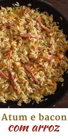 Atum e bacon com arroz   Food From Portugal. Adora inovar e experimentar novas combinações de sabores? Experimente esta receita de atum e bacon com arroz, é fácil de preparar e muito deliciosa! Atreva-se! #receita #atum #bacon