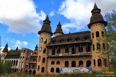 Niepoprawny marzyciel chciał zbudować zamek. Nie pozwoliły mu na to XX-wieczne realia. Przerwana budowla straszy i grozi zawaleniem. A on wciąż marzy.